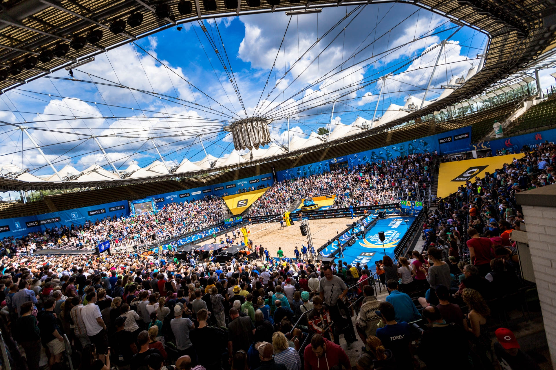 The crowds crammed into the Rothenbaum this week. Photocredit: Daniel Grund.