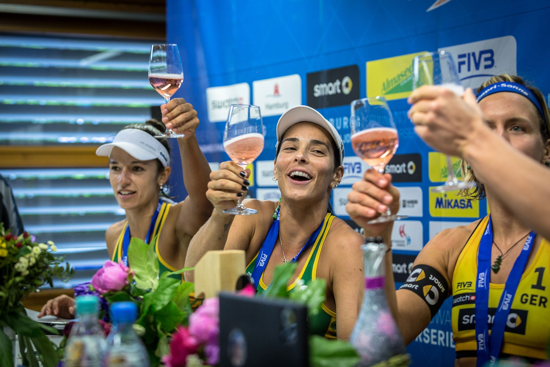 Prost! Brazilian silver medalists Agatha/Barbara toast the champions. Photocredit: Stefan Moertl.