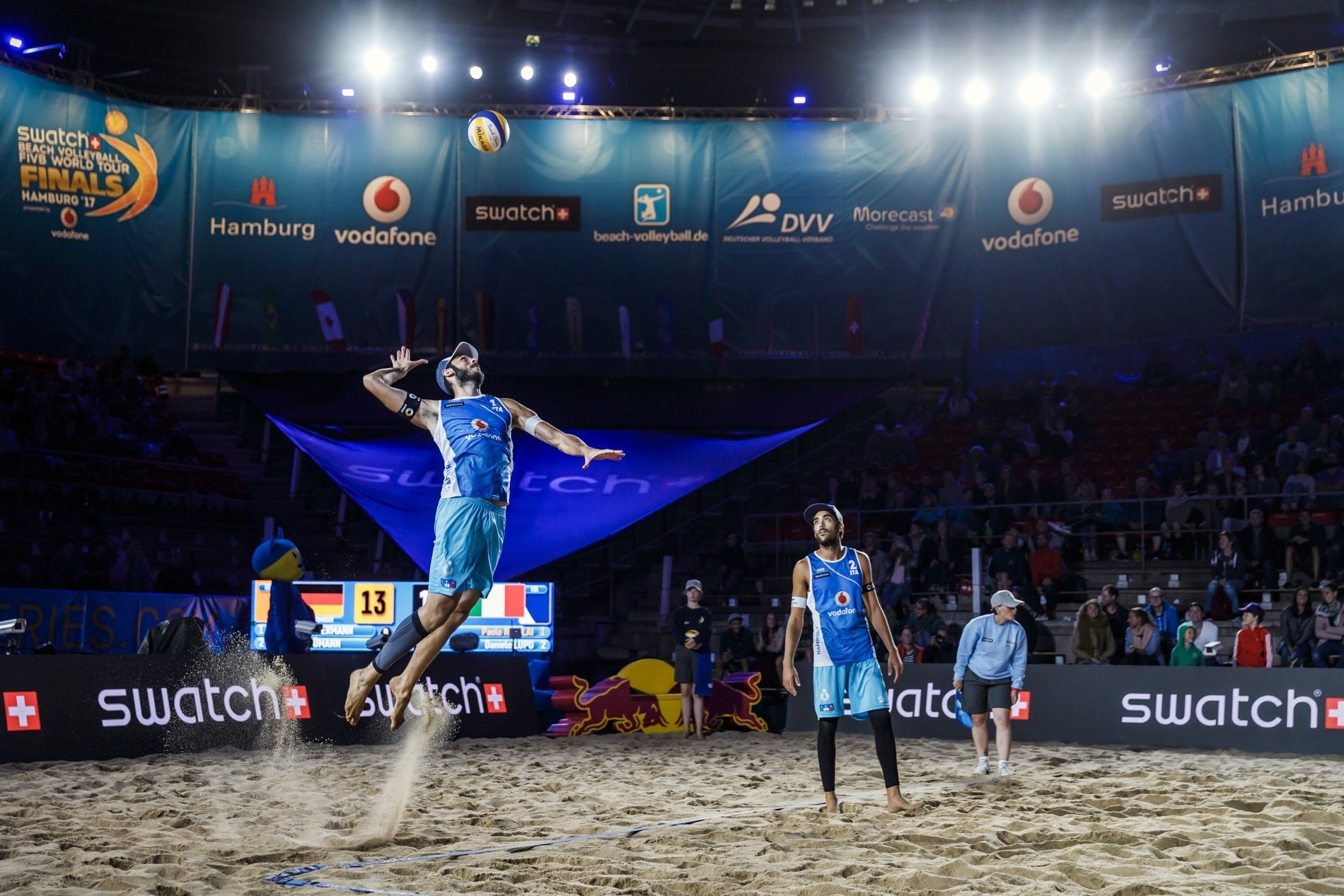 Italians Lupo/Nicolai wowed the crowd in the last match of the day on the Red Bull Beach Arena