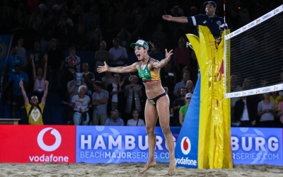 New world number ones deny home victory