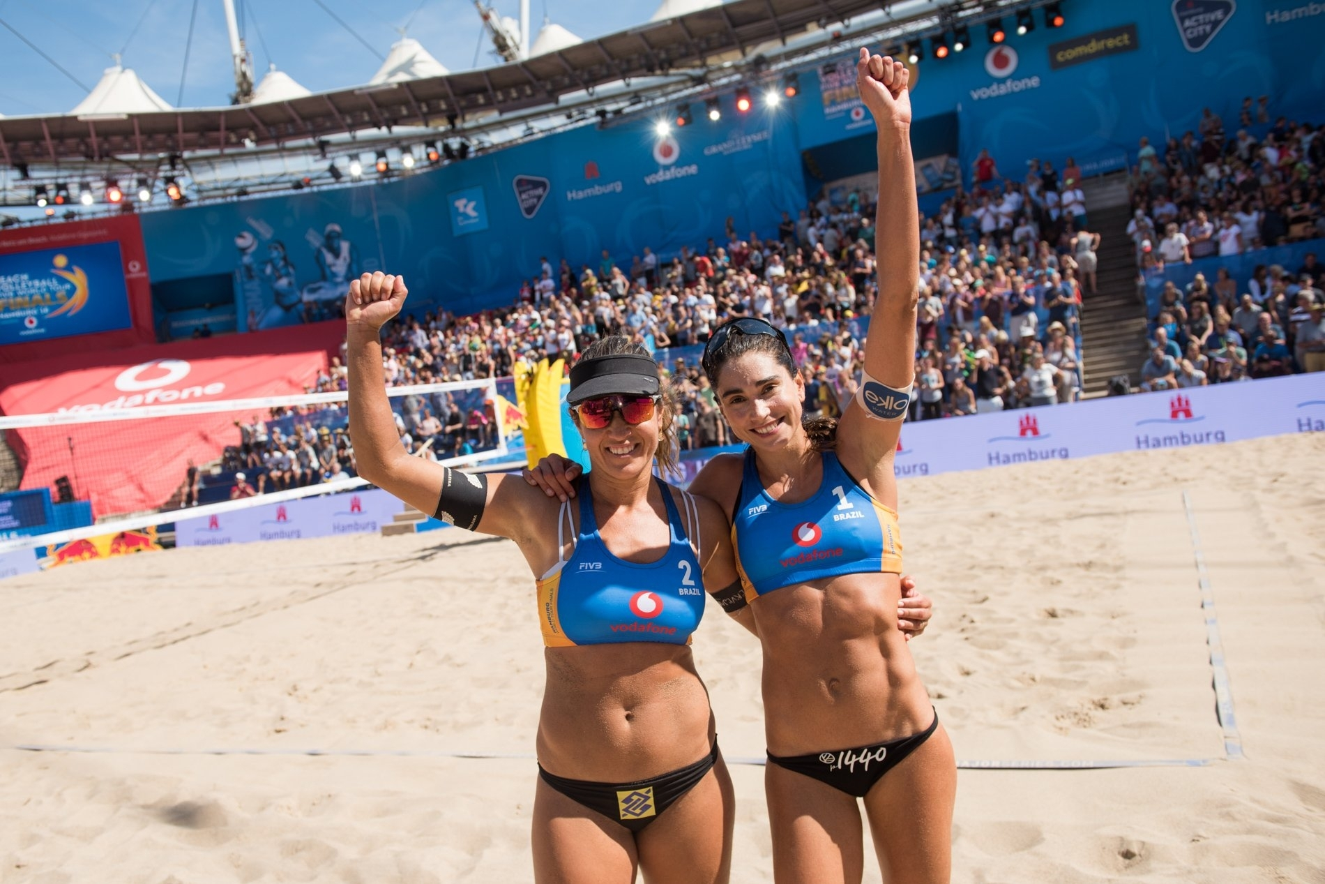 Maria (left) and Carol celebrate their victory to seal their passage into the semifinals