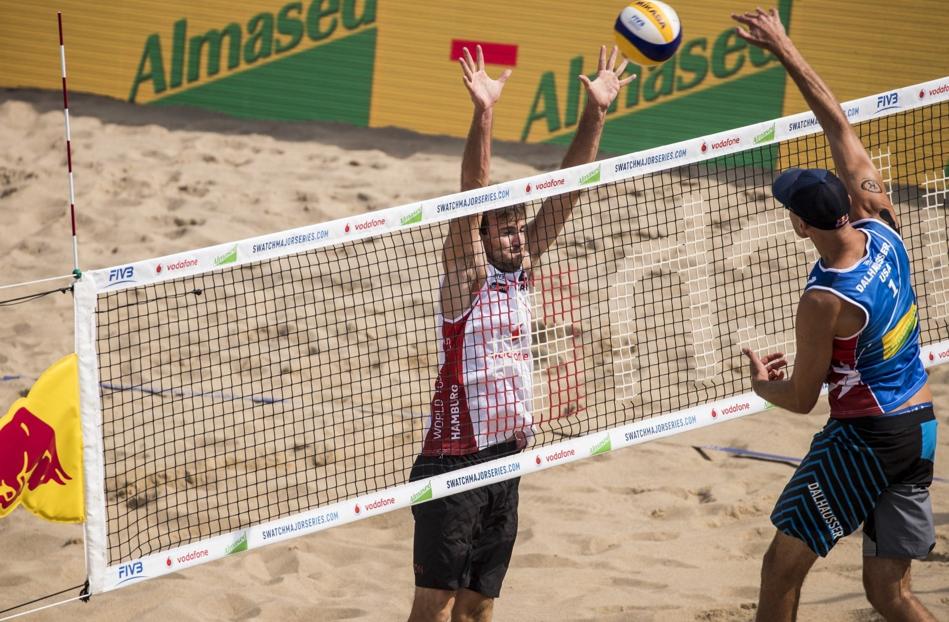 Ben blocks at the net during the quarterfinal at the Hamburg Finals against Lucena/Dalhausser